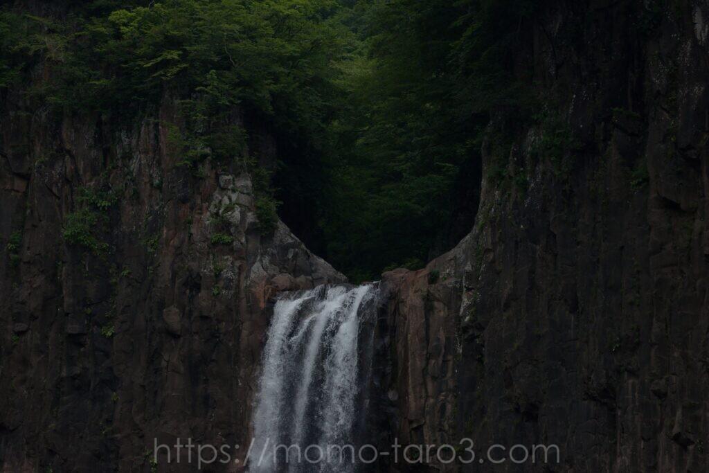 苗名滝の写真